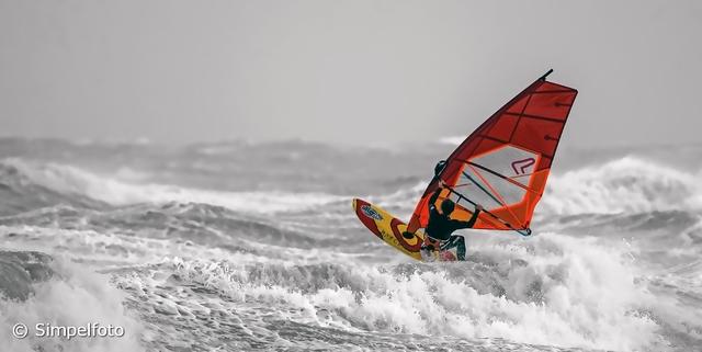 De beste weerfoto's: Windsurfer Scheveningen