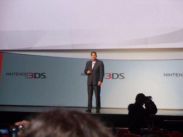 Nintendo's Reggie Fils-Aime tijdens een persconferentie op de E3.
