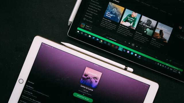 Tablet met Spotify