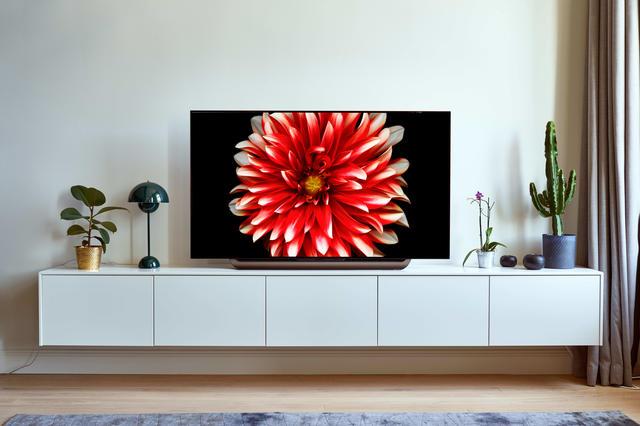 LG OLED55C8PLA lifestyle woonkamer