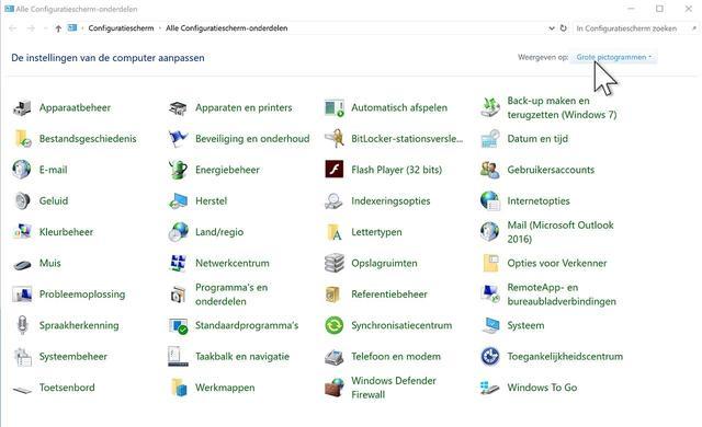 Het Configuratiescherm van Windows 10 in volle glorie, in de weergave Grote pictogrammen