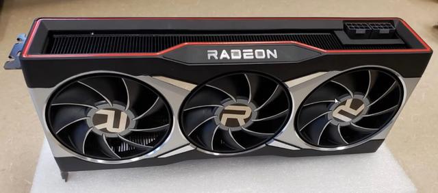 Gelekte foto van de AMD Radeon RX 6000 videokaart.