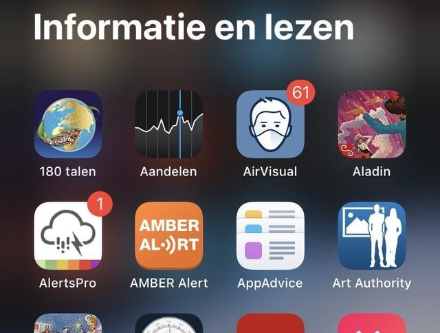 In de groepen van de app-bibliotheek vind je drie hoofd-apps en een lijst met alle overige apps die in deze categorie vallen.