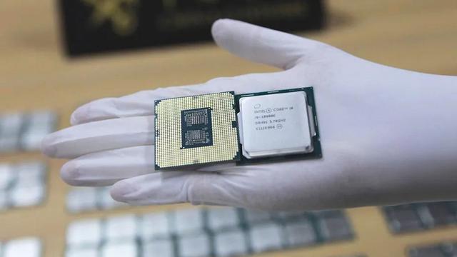 Close-up van een Intel Core i9-10900K, gevonden als smokkelwaar rondom Hongkong.
