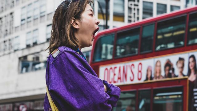 Verveelde vrouw in Londen