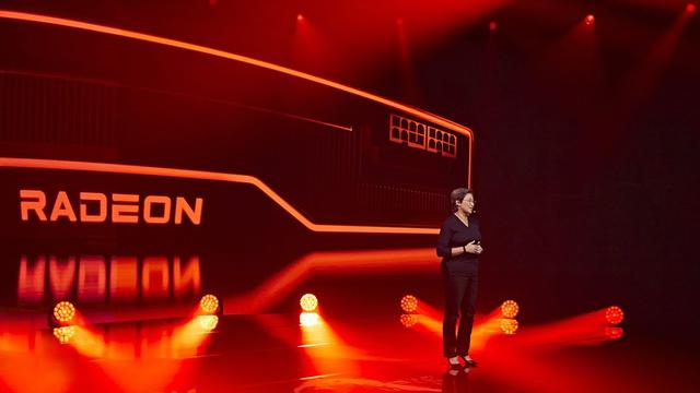 Foto van AMD's persconferentie van 8 oktober 2020, waarop Dr. Lisa Su niet alleen Zen 3-processoren uit de doeken deed, maar ook meer vrijgaf over de in-game prestaties van de nieuwe Radeon RX 6000-videokaarten.