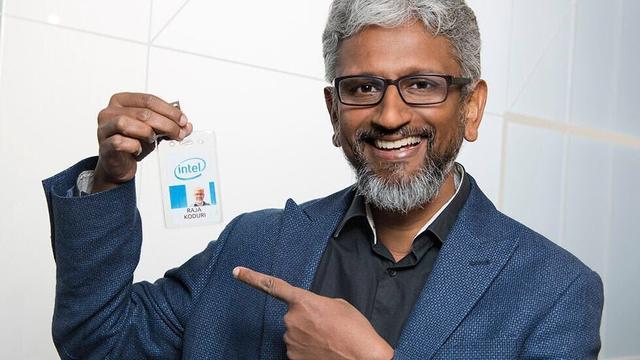 Foto van Raja Koduri, Senior VP van Intel, met zijn Intel-werknemersbadge.