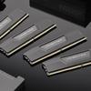 Een productfoto van Vengeance DDR5-geheugen, omringd door andere hardware van Corsair.