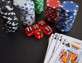 kaarten chips dobbelstenen gokken