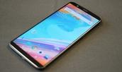 De OnePlus 5T heeft een 6 inch scherm.