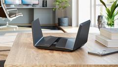 Productfoto van Netgears nieuwe Nighthawk RAXE500-gamingrouter, welke beschikt over Wi-Fi 6E-ondersteuning.