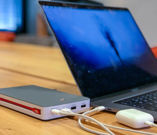 De Xtorm XB203 met MacBook Pro