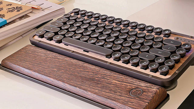 Azio Retro keyboard